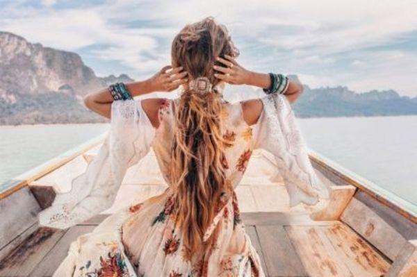 Картина по номерам 30х40см «Девушка в лодке»