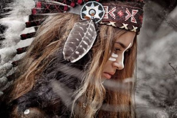 Картина по номерам 30х40см «Девушка — индеец»